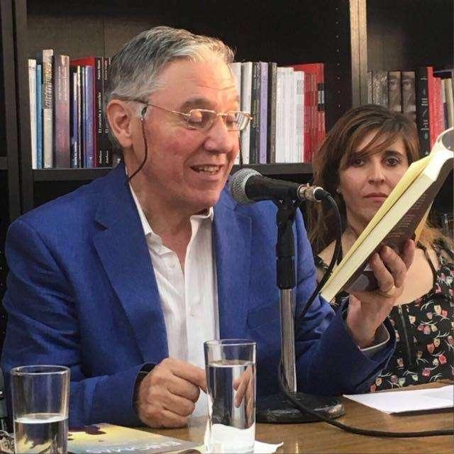 El autor junto a su hija Claudia Apablaza.