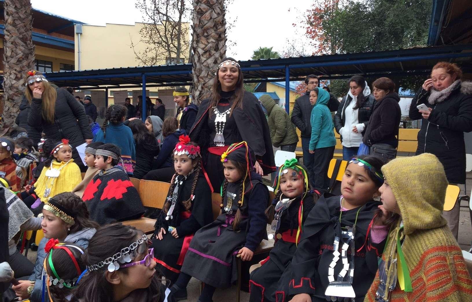 En los colegios, la celebración de estas fechas es concordante con el principio de interculturalidad que consagra la Ley General de Educación.